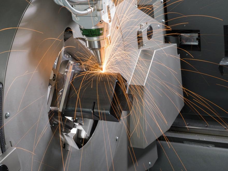 Taglio laser di un componente tubolare per veicoli industriali