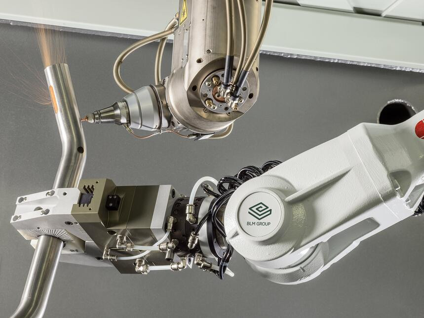 Workpiece clamping by handler robot