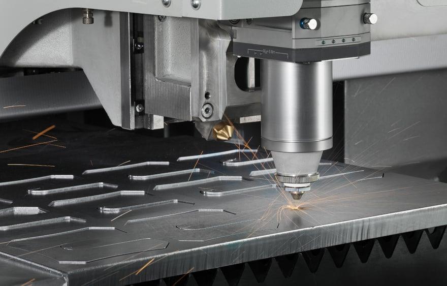 Taglio laser di una lamiera da carpenteria