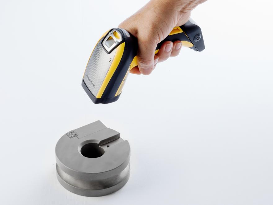 Identificazione attrezzature di curvatura del tubo con QR code