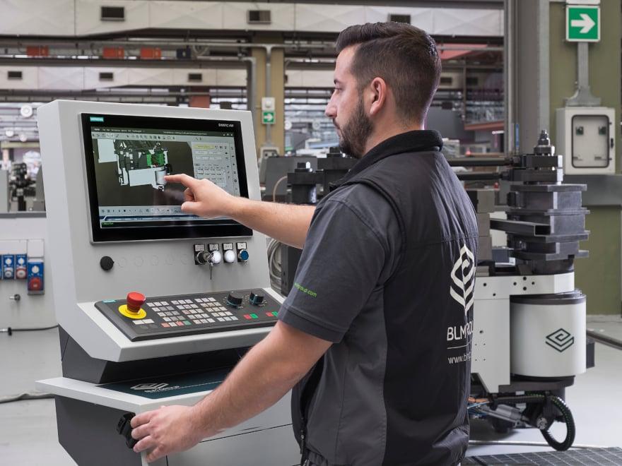 Tool Room integrato in VGP3D raccoglie informazioni sui requisiti dei componenti dell'attrezzatura di curvatura in base al pezzo da realizzare.