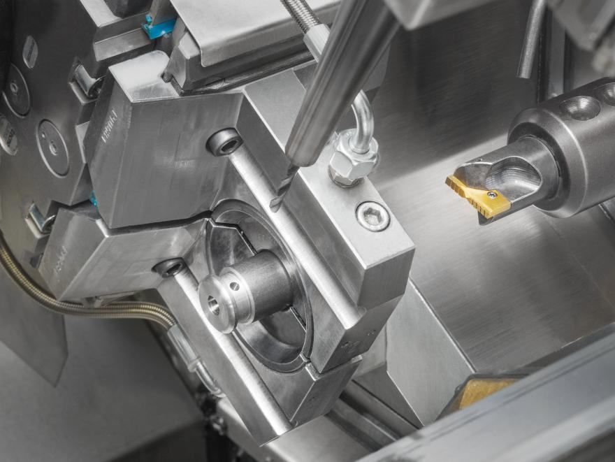 Unità di lavorazione radiale impiegata nella foratura di un pezzo cilindrico ricavato da barra, su EM80.