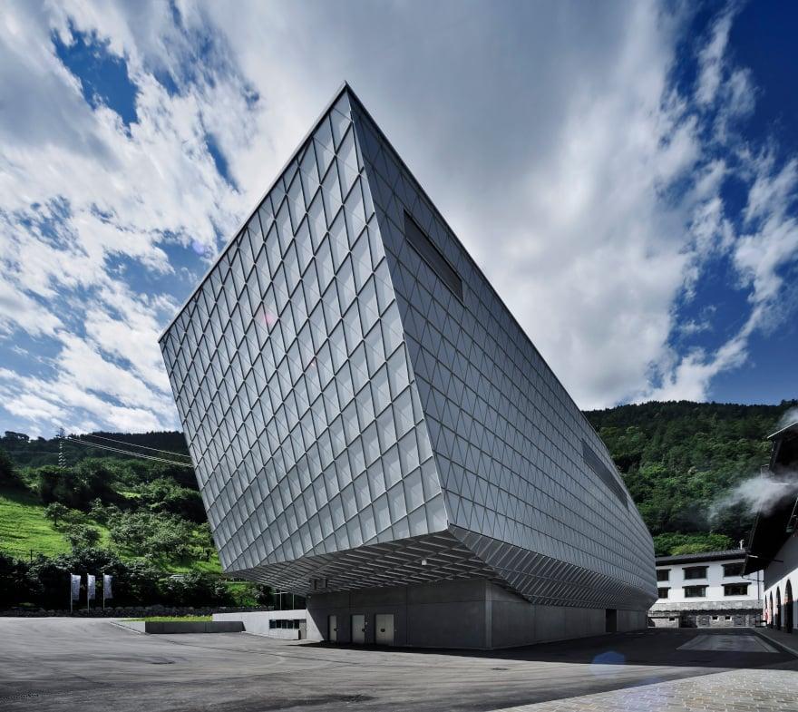 Birrificio FORST di Lagundo, progetto architettonico: Walter Pichler.